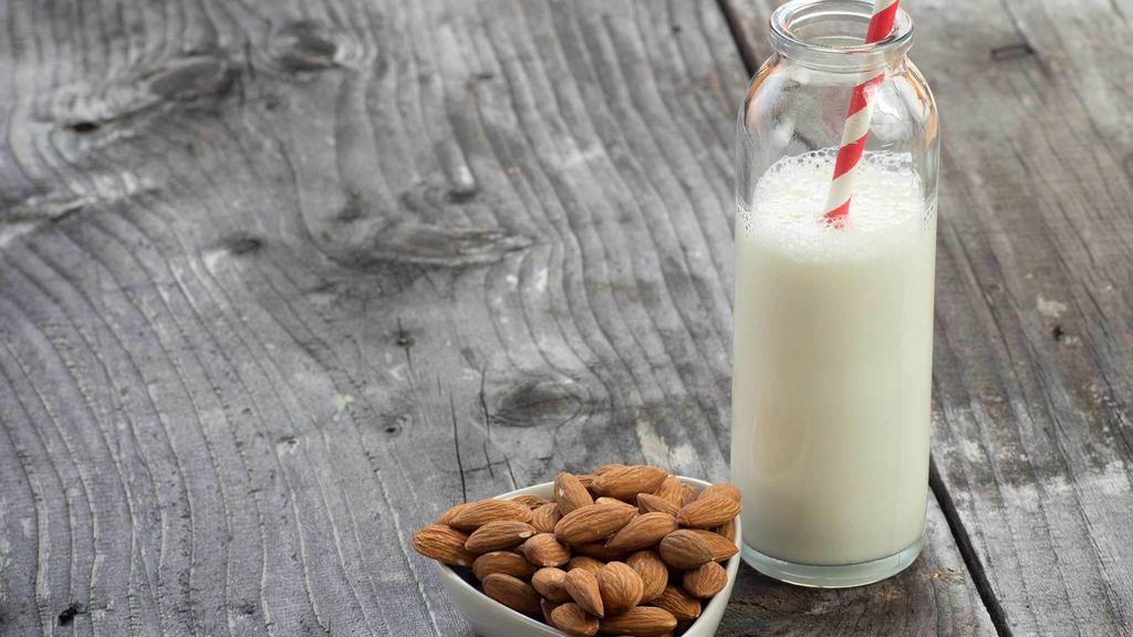 Миндальное молоко – пить или не пить?