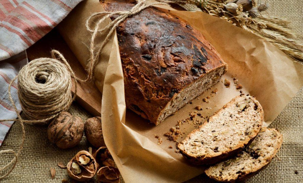 Бездрожжевой хлеб на закваске с сухофруктами